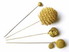 Epingles à chapeau anciennes en laiton doré circa 1900 à
