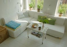 Story of the couch / bed / guest bed   How do you live in a small apartment, and still have the opportunity of having a bed, a nice big couc...