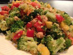 Salades met Aziatische invloeden kunnen zo fris en verrassend zijn! Zo ook deze Thaise broccoli salade waarbij mango, paprika, cashewnoten en koriander de beste combinatie vormen. Een zoet, zure dressing erbij en je hebt een perfecte gezonde lunch of in combinatie met bruine rijst een heerlijk avondmaal. [...]