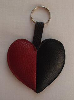 Portachiavi cuore ecopelle o ciondolo borsa nero rosso marrone beige di RITALYstyle su Etsy
