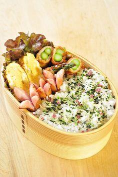 アスパラ巻き弁当 / wrapped asparagus bento Shared by Where YoUth Rise Japanese Lunch Box, Japanese Food, Little Lunch, Lunch Box Recipes, Exotic Food, Recipes From Heaven, Aesthetic Food, Cute Food, Food Dishes
