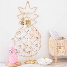 home accessories decor 304133781072637469 - Bougie rose sous cloche en verre … Source by Jewelry Stand, Jewelry Holder, Home Decor Accessories, Decorative Accessories, Pineapple Room Decor, Pineapple Ideas, Pineapple Decorations, Pinapple Decor, Bougie Rose