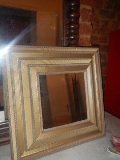 Miroir en carton ondulé couleur or