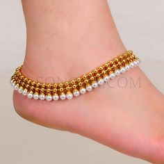 A relatively new fashion item in the western world is the idea of toe rings. In western cultures they are used exclusively for looks. Ankle Jewelry, Dainty Jewelry, Ankle Bracelets, Gold Jewelry, Antique Jewellery, Indian Wedding Jewelry, Bridal Jewelry, Bridal Accessories, Indian Jewelry