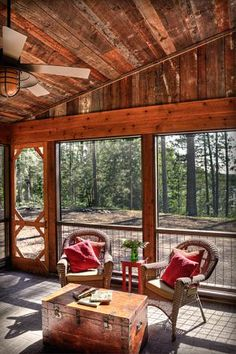 Great screened  in sleeping cabin  at the farmhouse. Curtains inside for privacy