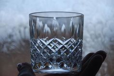 HAMPTON VINTAGE ANTIQUE EMPORIUM Description STUART CRYSTAL SHAFTESBURY CUT - WHISKY TUMBLER GLASS RUMMER Dimensions Measures 7 5cms x 7cms Condition