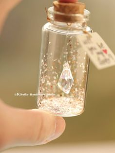 Small Glass Bottles, Glass Bottle Crafts, Diy Bottle, Bottle Art, Bottle Jewelry, Bottle Charms, Bottle Necklace, Diy Crafts To Do, Jar Crafts