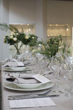 event stylist \\ wedding styling \\ organic wedding \\ table setting \\ modern calligraphy \\ place cards \\ wedding menu \\ kraft and white \\ wedding stationery