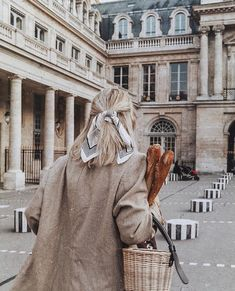 an ode to bread because i love, love it! All the bread fans say hi! ✌🏻 Also, which one would you pick? Le Baguette, Paris Chic, Paris Pictures, Paris Look, Beige Aesthetic, Barbie Dream, Instagram Life, Travel Aesthetic, Say Hi