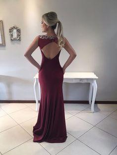 Seleção de vestido de festa vinho
