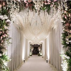 Love this tunnel decoration for an engagement party. The cascading white flowery decoration that forms into a patterns makes a grand entrance to the ballroom. Love it? Leave us a comment below! Decoration: @joerainforest
