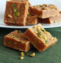 Pakistani Chickpea & Pistachio Fudge (Besan Ki Barfi) - The Daring Gourmet Pakistani Desserts, Indian Desserts, Indian Sweets, Indian Food Recipes, Pakistani Recipes, Korean Recipes, Pistachio Fudge Recipe, Ayurveda, Donuts