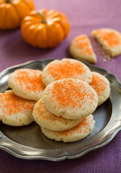 Amish Sugar Cookies {Crisp Homestyle Sugar Cookies} by Cooking Classy I like crisp cookies. Amish Sugar Cookies, Sugar Cookies Recipe, Yummy Cookies, Cupcake Cookies, Italian Cookies, Cupcakes, Just Desserts, Delicious Desserts, Dessert Recipes