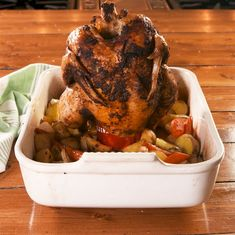 Ever roast a chicken with a can of beer inside? Today's the day with this simple Beer Can Chicken recipe! Easy To Make Dinners, One Dish Dinners, Easy Meals, Chicken N Beer, Canned Chicken, Can Chicken Recipes, Carrots And Potatoes, Stuffed Whole Chicken, Looks Yummy