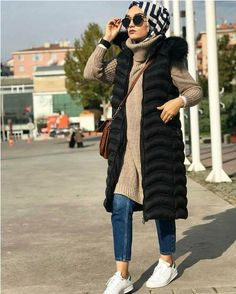 Puffy vest with hijab-How to layering with hijab – Just Trendy Girls Outfits with prints are super wearable but it still looks like you put effort into it; wearing tights and tall boots add a fun and girly element to this Hijab Wear, Casual Hijab Outfit, Hijab Chic, Muslim Fashion, Modest Fashion, Hijab Fashion, Girl Fashion, Couple Outfits, Modest Outfits