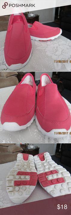 JB179.  Danskin Shoes. Size 10 Pink workout Danskin shoes.  Size 10 Danskin Shoes Athletic Shoes