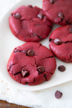 Red Velvet Chocolate Chip Cookies from scratch. Easy recipe at sallysbakingaddiction.com