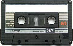 Cassette bandjes met potlood de tape weer recht trekken als hij bleef hangen....