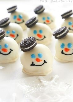 Melting Snowman Oreo Ball Cookies for holiday cookie exchange. Melting Snowman Oreo Ball Cookies for holiday cookie exchange. Christmas Cookie Exchange, Best Christmas Cookies, Christmas Snacks, Christmas Cooking, Holiday Cookies, Holiday Desserts, Christmas Candy, Holiday Baking, Holiday Treats