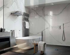Klassisk Statuario marmor på vegg nydelig kombinert med Decò Wood på gulv fra italienske Rex