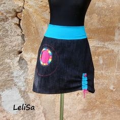 ..riflová+sukně..od+Lelisy+Sukně+je+ušita+z +tmavě+modré+rifloviny+pas +je +všit+do+úpletu.+Na+předním+dílu +je+jedna+kapsa,+na+zadním+dílu+jsou+dvě+kapsy.+Délku+sukně+lze+upravit+díky+stahování+umístěnému+na+předním+dílu.+Střih+sukně+je+áčkový.+Riflovina+je +elastická,+barva+hodně+tmavá+modrá+až+do+černa.+Díky+elastanu+se+krásně+přizpůsobí+tělu,... Little Girl Skirts, Little Girls, Sewing Tutorials, Sewing Patterns, Diy Clothes Alterations, Denim Ideas, Boho Fashion, Cool Outfits, Collection