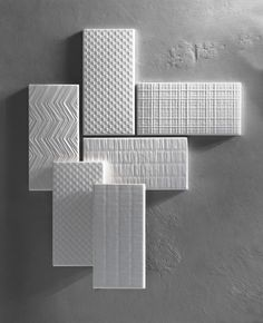 Canvas e' una proposta Tonalite di 8 textures sviluppate nel colore bianco matt e bianco glossy. Cersaie 2016