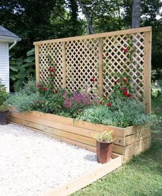 Diy Outdoor Screens and Backyard Privacy Ideas Conventional Outdoor Privacy Screen with Planters Garden Privacy Screen, Privacy Planter, Pergola Planter, Raised Garden Bed Plans, Raised Beds, Diy Terrasse, Diy Garden Bed, Garden Ideas, Garden Boxes