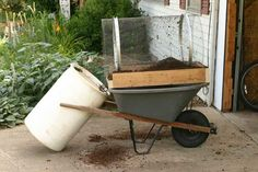 This Instructable shows how to build a trommel (rotary screen) for sifting compost or shredded leaves. The purpose of sifting is to separate coarse unfinished. Organic Fertilizer, Organic Gardening, Gardening Tips, Container Gardening, Garden Mulch, Garden Compost, Vegetable Garden, Composting At Home, Composting Process