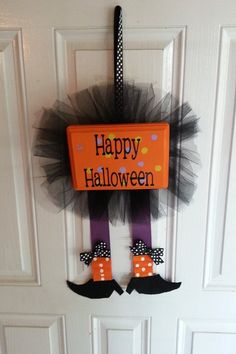 Halloween decor Who wants to make this for me??? :)