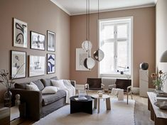 Even though the pink walls in this gorgeous living room are more of a beige tone and pretty muted, I still think it's quite a daring color and you have to be slightly brave. It looks absolutely impressive in this … Continue reading → Beige Living Rooms, Living Room Colors, Living Room Interior, Living Room Designs, Living Room Decor, Living Room Brown, Living Room Walls, Small Living Rooms, Modern Living