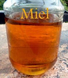 Miel fait maison. Bonjour , aujourd'hui je vous propose une recette basique et tres utile c'est de préparer son Miel maison bien sur il sur l s'agit d'un sirop de miel préparer a base de sucre vous avez du remarquer que beaucoup de pâtisserie orientale...