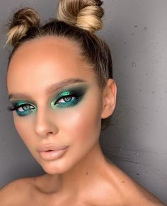 Charlotte Tilbury Luxus-Make-up Sephora Huda Beauty Natasha Denona Kyliecos Charlotte Tilbury Luxus-Make-up Sephora Huda Beauty Natash Makeup For Green Eyes, Blue Eye Makeup, Glitter Makeup, Face Makeup, Exotic Makeup, Glow Makeup, Makeup Art, Halo Eye Makeup, Sparkle Makeup