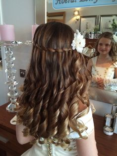 Gorgeous First Communion Hairstyles for Girls Communion Hairstyles, Dance Hairstyles, Flower Girl Hairstyles, Loose Hairstyles, Little Girl Hairstyles, Wedding Hairstyles, Simple Hairstyles For Girls, Braid Hairstyles, Pretty Braided Hairstyles