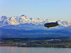 Zeppelin vor Alpenkulisse (© Internationale Bodensee Tourismus GmbH )