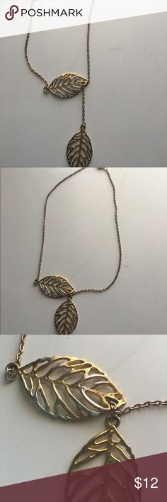Beautiful gold necklace 🍂 This necklace is absolutely stunning and looks wonderful with just about anything. There is a slight tarnishing beginning but it still looks great! Jewelry Necklaces