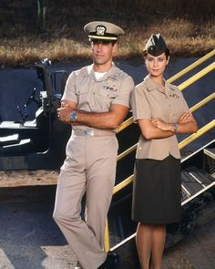 Catherine Bell Poster, Mauspad, T-Shirt, - Fernsehserien Spy Shows, 80 Tv Shows, Great Tv Shows, Classic Actresses, Actors & Actresses, David James Elliott, Viejo Hollywood, Catherine Bell, Female Soldier