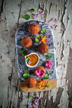 Beetroot & goat cheese croquettes with salmorejo - HeNeedsFood Cheese Recipes, Veggie Recipes, Gourmet Recipes, Appetizer Recipes, Vegetarian Recipes, Gourmet Foods, Pub Food, Cafe Food, Steak Dinner Sides