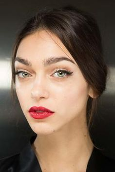 Dolce & Gabbana Fall 2015 Ready-to-Wear Fashion Show: Beauty - Style.com