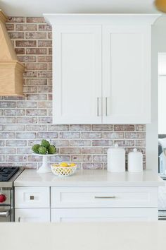 Brick Backsplash White Cabinets, White Shaker Kitchen Cabinets, Kitchen Wall Tiles, Backsplash Ideas, Kitchens With Brick Backsplash, Kitchen Remodel, Kitchen Reno, Kitchen Design, Kitchen Ideas