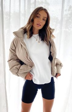 Casual Weekend Outfit, Oufits Casual, Cute Casual Outfits, Girly Outfits, Stylish Outfits, Puffer Jackets, Winter Jackets Women, Winter Fashion Outfits, Sweatshirts