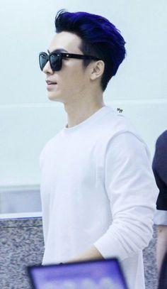 Donghae's blue hair. <3