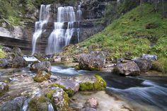 Cascate vallesinella nelle dolomiti di Brenta...posto magnifico! http://talentiitaliani.it/indice-viaggi/user-article/50-viaggi-del-mese/72-unaltracosatravel/394-bianche-emozioni--aspetta-il-nuovo-anno-in-vetta-