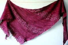 Oh, this is so pretty. And a free pattern, too ~ Nurmilintu Triangle shawl: garter & lace