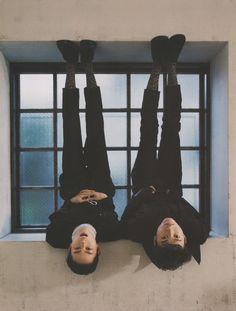 Even upside-down Kento looks kawaii Body Reference, Photo Reference, Drawing Reference, Looks Kawaii, Tomboy Look, Kento Yamazaki, Japanese Love, E Dawn, Drawing Poses