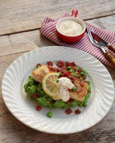 Kveite med brokkoli-ertemos, bacon og rømmesaus - LINDASTUHAUG