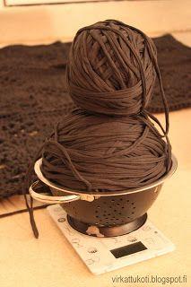 virkattukoti: Viktoriaaninen matto Diy And Crafts, Victorian, Rugs, Hair Styles, Knitting, Carpet, Crochet Patterns, Diy Rugs, Farmhouse Rugs