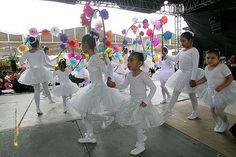 """Nezahualcóyotl, Méx. 15 Junio 2013. Lindas estudiantes de danza provenientes de la Casa de Cultura """"Las Águilas"""" durante el encuentro cultural."""