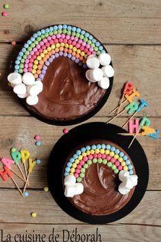 Pastel arcoiris Un pastel de chocolate y un pastel de vainilla, bonito . Festa Party, Rainbow Birthday, Cake Rainbow, Baby Birthday, Birthday Cakes, Birthday Desserts, Rainbow Wedding, Dinosaur Birthday, Savoury Cake