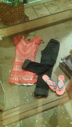 Summer outfit. Coral is so pretty