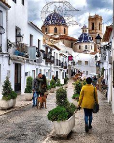 Reposting @apiediperilmondo: Walking through Altea, a small village in the beautiful Costa Blanca, a stone's throw from Alicante! We love Spain ••••••••••••••••••••••••••••••••••••••••• Passeggiando per Altea un piccolo borgo nella meravigliosa Costa Blanca a due passi da Alicante! Amiamo la Spagna  Only two months ago  #iamtb #apiediperilmondo #passport #travelbloggers  #spain #altea #costablanca ••••••••••••••••••••••••••••••••••••••••• ➡️ Follow us for more beautiful pic 📸 📬